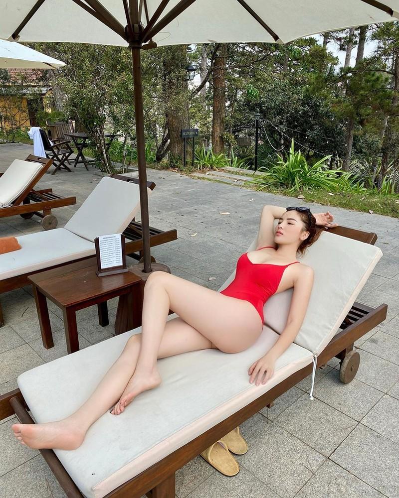 Hoa hậu Kỳ Duyên khoe bikini đỏ rực giữa trời Đà Lạt - ảnh 9