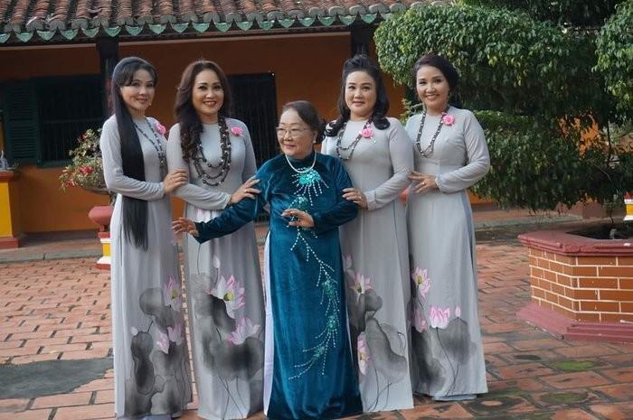 4 chị em Thanh Hằng hát cải lương và làm diễn viên - ảnh 5