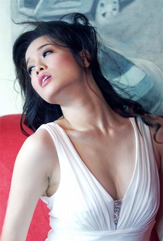 Nhật Kim Anh ngày càng gợi cảm - ảnh 1
