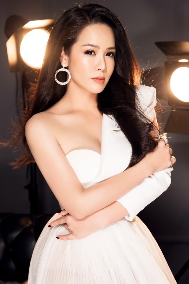 Nhật Kim Anh ngày càng gợi cảm - ảnh 12