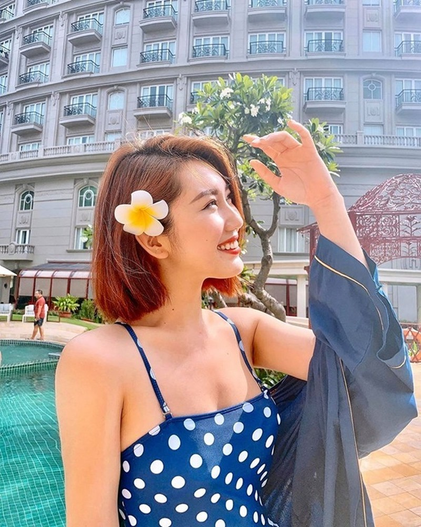 Thúy Ngân khoe dáng gợi cảm với bikini - ảnh 4