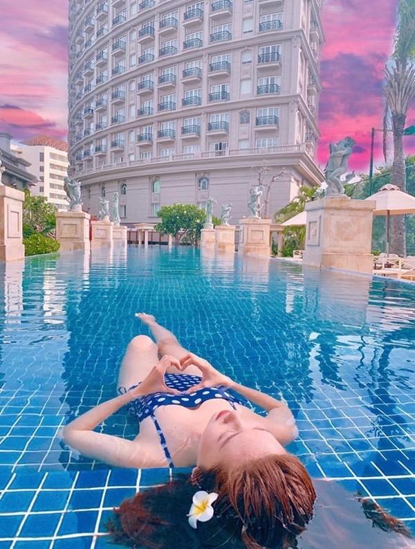 Thúy Ngân khoe dáng gợi cảm với bikini - ảnh 6