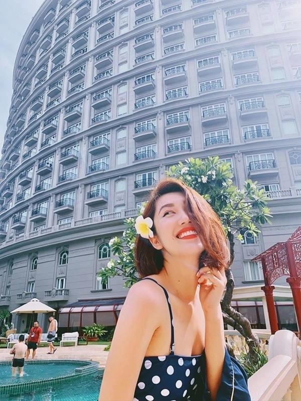 Thúy Ngân khoe dáng gợi cảm với bikini - ảnh 2