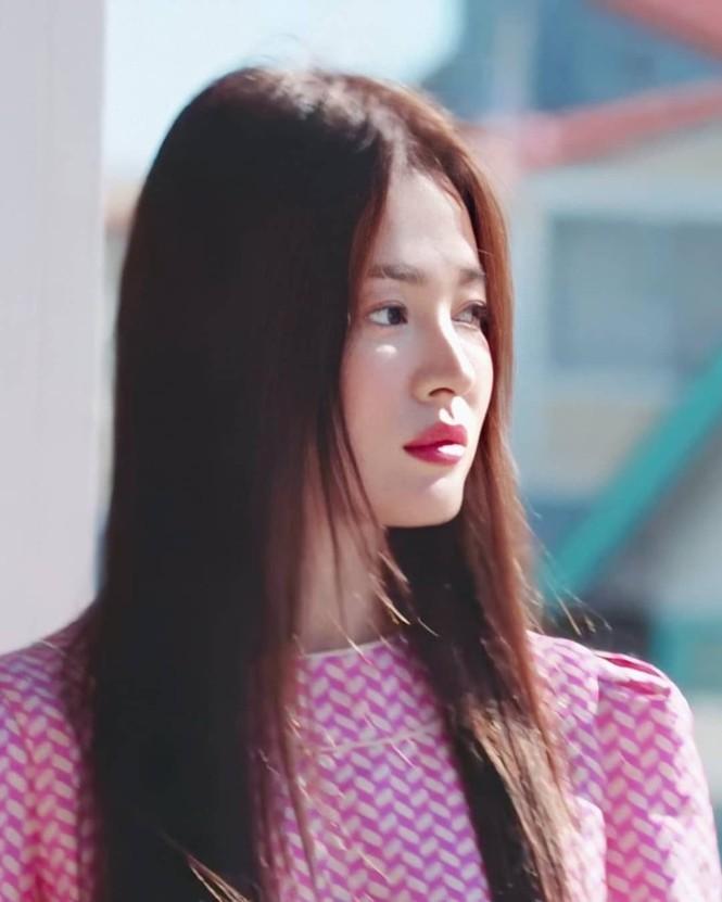 Song Hye Kyo khoe dáng tươi tắn ở tuổi 39 - ảnh 2