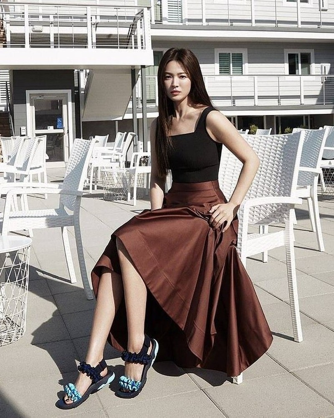 Song Hye Kyo khoe dáng tươi tắn ở tuổi 39 - ảnh 5
