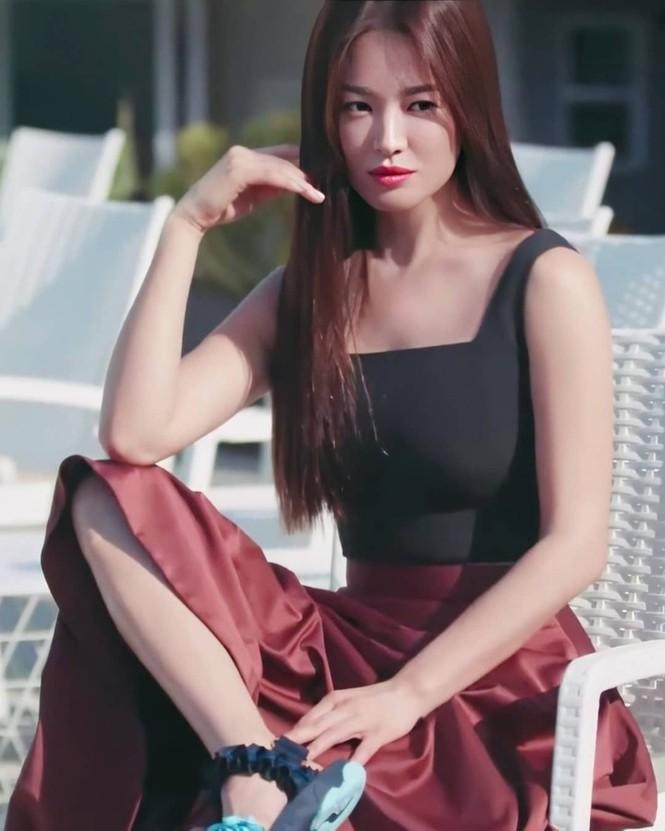 Song Hye Kyo khoe dáng tươi tắn ở tuổi 39 - ảnh 9