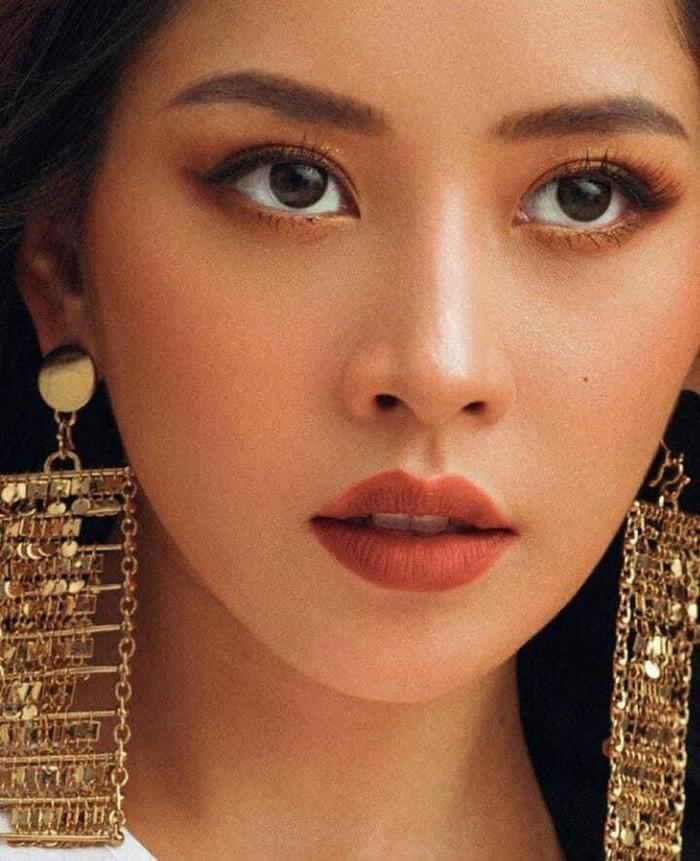 Hoàng Thùy Linh, Chi Pu đọ dáng gợi cảm cùng váy trắng  - ảnh 7