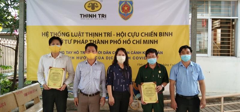 Trao 50 suất quà hỗ trợ người dân ở xã Vĩnh Lộc B - ảnh 3