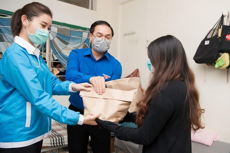 Á hậu Huyền My trao 8.000 suất ăn giúp người nghèo, sinh viên - ảnh 3