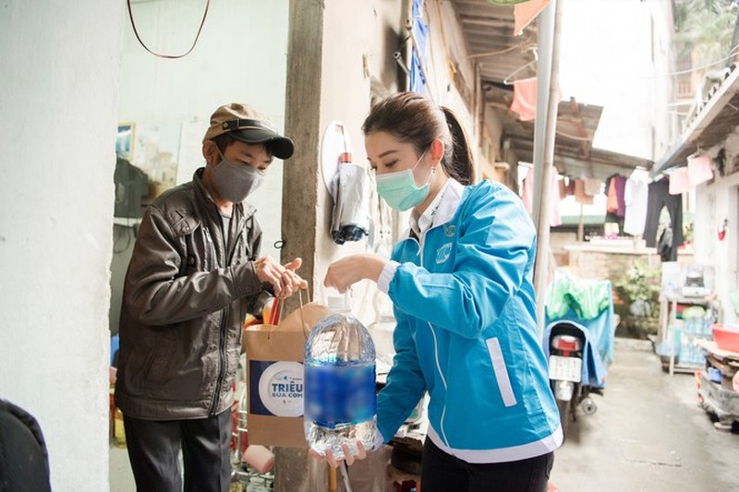 Á hậu Huyền My trao 8.000 suất ăn giúp người nghèo, sinh viên - ảnh 4