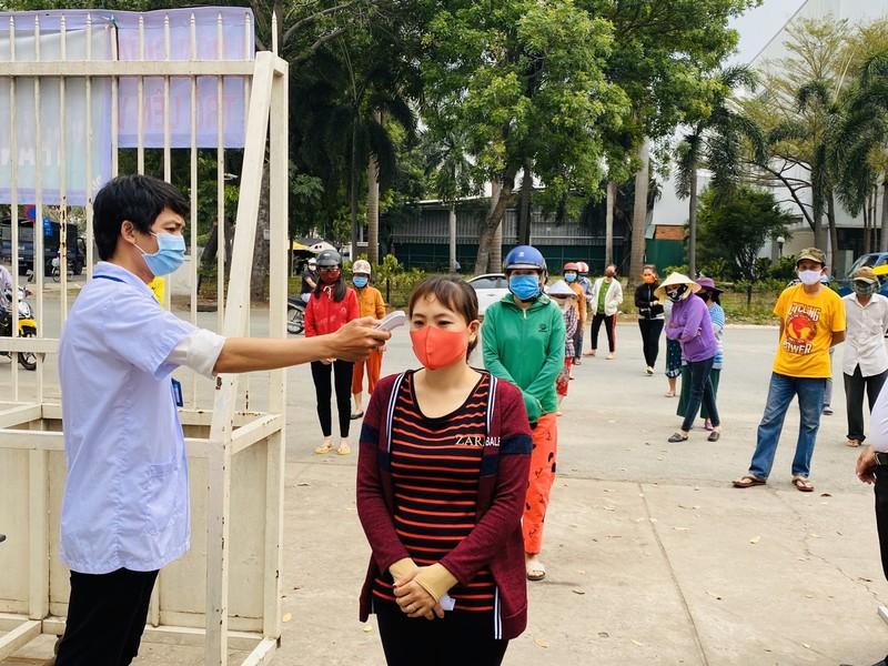Bình Tân: 300 phần quà trao cho giáo viên, người bán vé số - ảnh 3