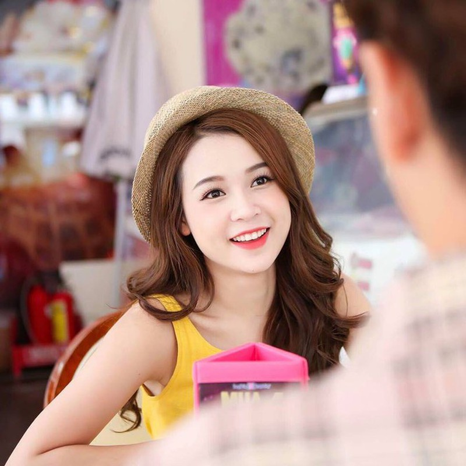 Hot girl Sam hiếm hoi diện bikini khoe dáng gợi cảm - ảnh 2