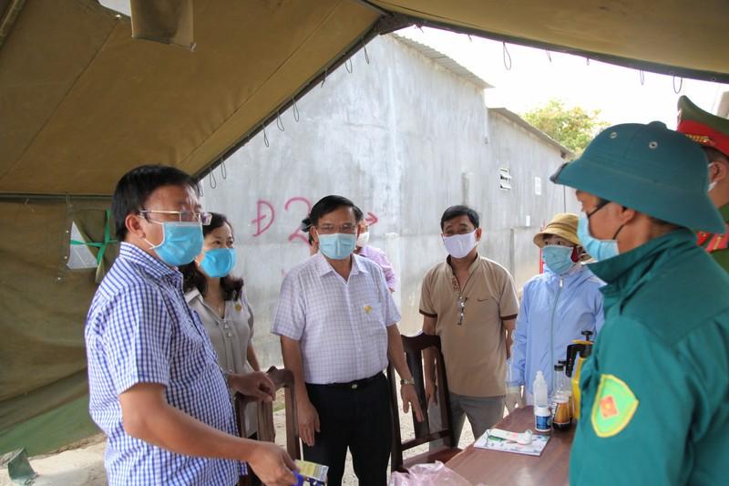 'Tư lệnh' trong chiến dịch chống COVID-19 ở thôn Văn Lâm 3 - ảnh 5