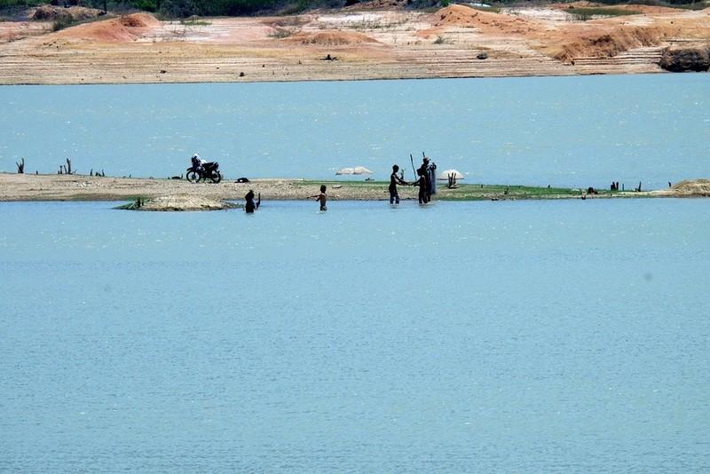 Ngỡ ngàng 'công viên cát' dưới lòng hồ Suối Dầu ở Khánh Hòa - ảnh 3