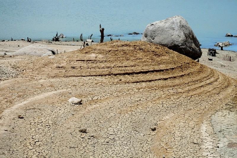 Ngỡ ngàng 'công viên cát' dưới lòng hồ Suối Dầu ở Khánh Hòa - ảnh 2