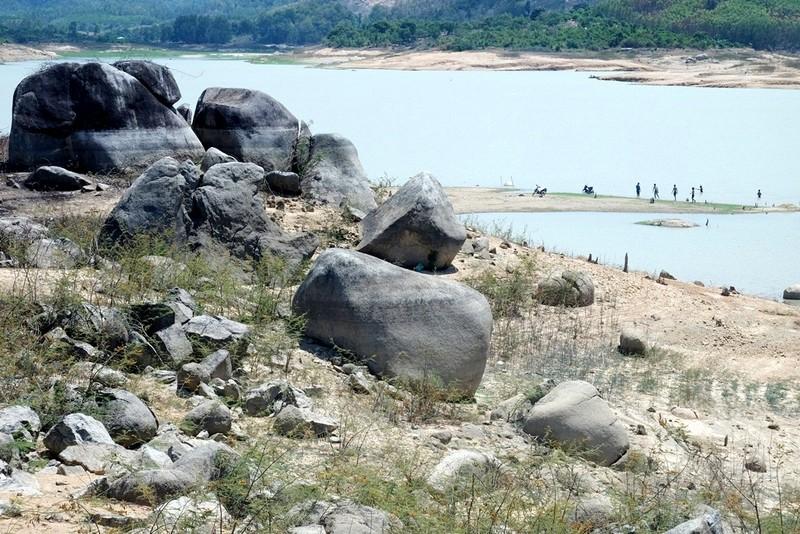 Ngỡ ngàng 'công viên cát' dưới lòng hồ Suối Dầu ở Khánh Hòa - ảnh 8