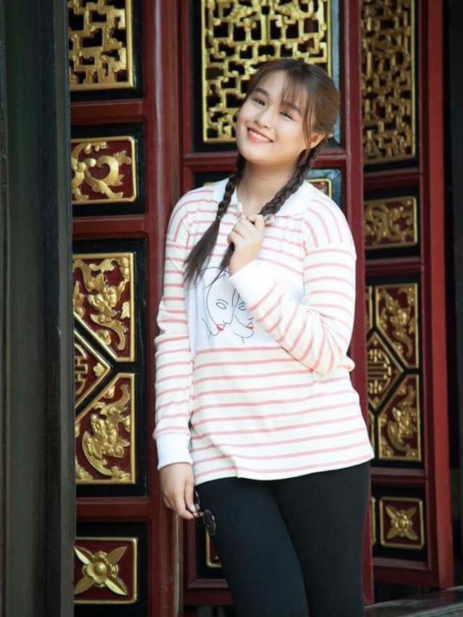 Khánh Trinh cao 1m72 nối nghiệp cha - nghệ sĩ hài Hoàng Mập - ảnh 1