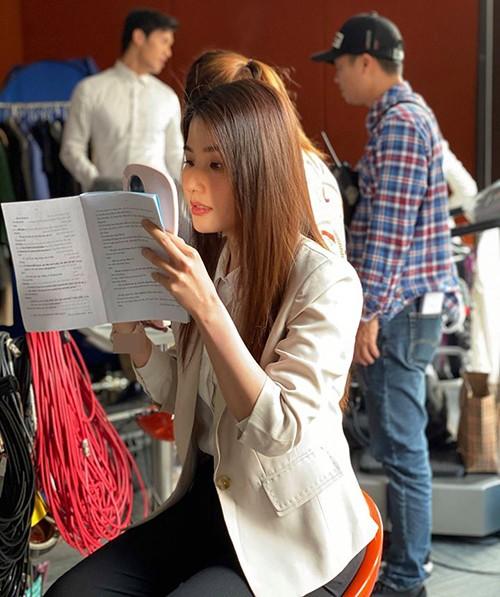 Sao Việt cắt tóc, đi quay phim... sau cách ly xã hội - ảnh 5