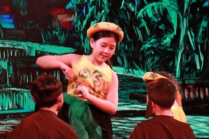 Bí Ngô con gái út xinh đẹp tài năng của NSND Hồng Vân - ảnh 11