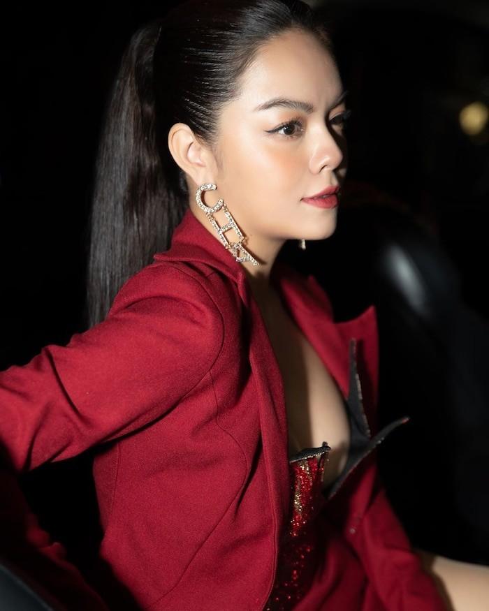 Phạm Quỳnh Anh khoe dáng gợi cảm với bikini  - ảnh 9