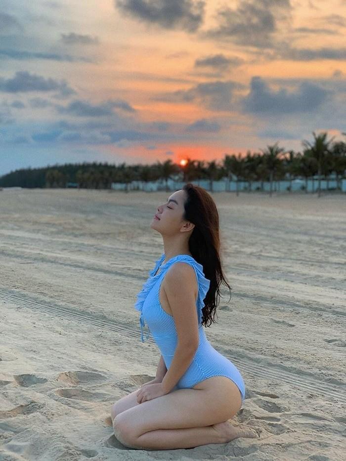 Phạm Quỳnh Anh khoe dáng gợi cảm với bikini  - ảnh 2