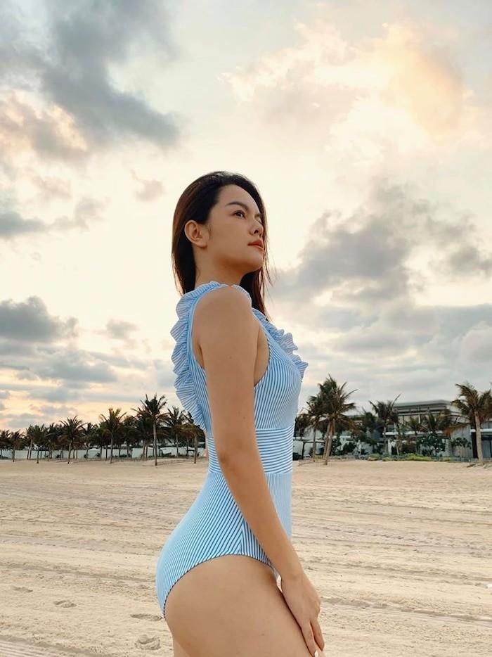 Phạm Quỳnh Anh khoe dáng gợi cảm với bikini  - ảnh 7