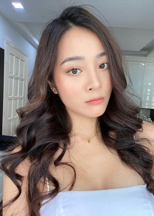 Karen Nguyễn 'người tình vua Bảo Đại' ngoài đời rất gợi cảm - ảnh 1