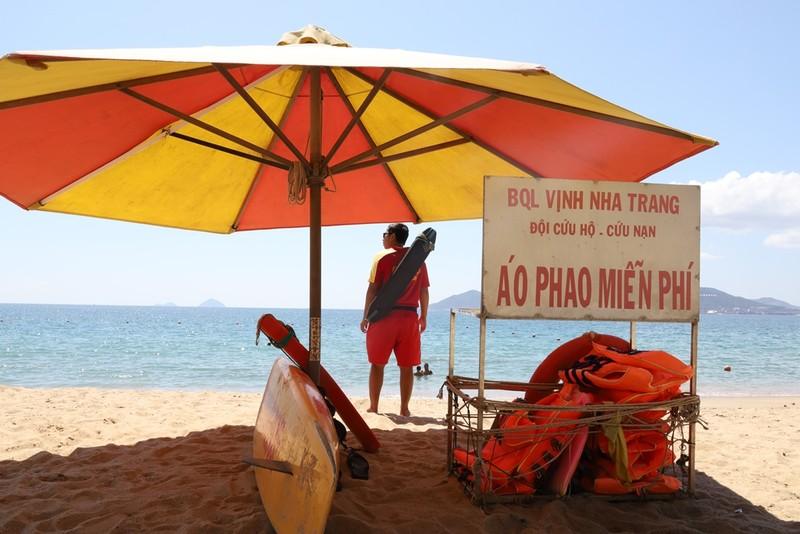 Miễn phí áo phao tắm biển Nha Trang - ảnh 4