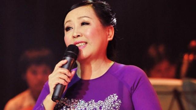 NSND Thu Hiền hát 'Bác Hồ Một Tình Yêu Bao La' - ảnh 1