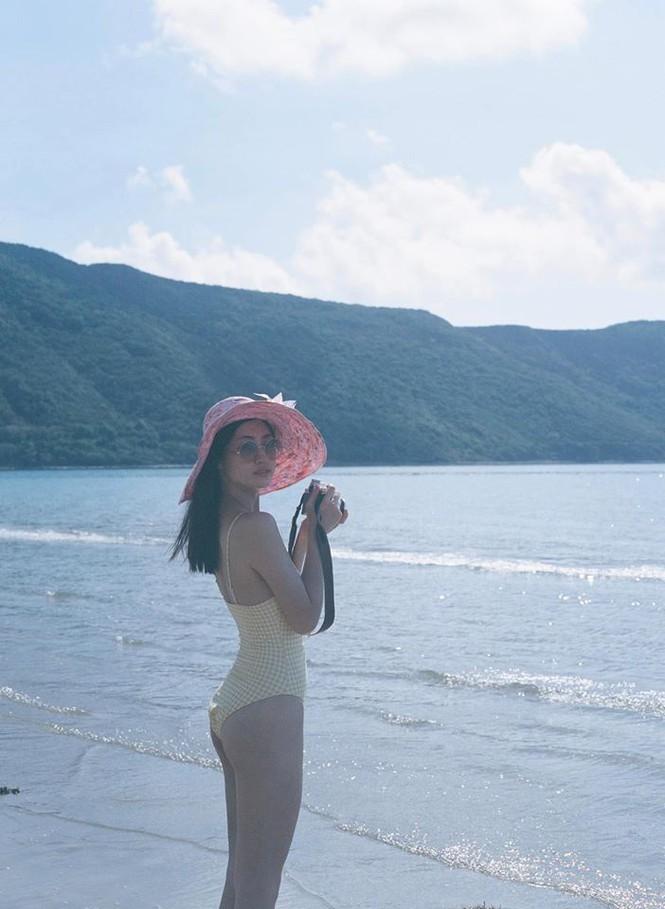 Hoa hậu Lương Thùy Linh khoe dáng bikini ở Côn Đảo - ảnh 5