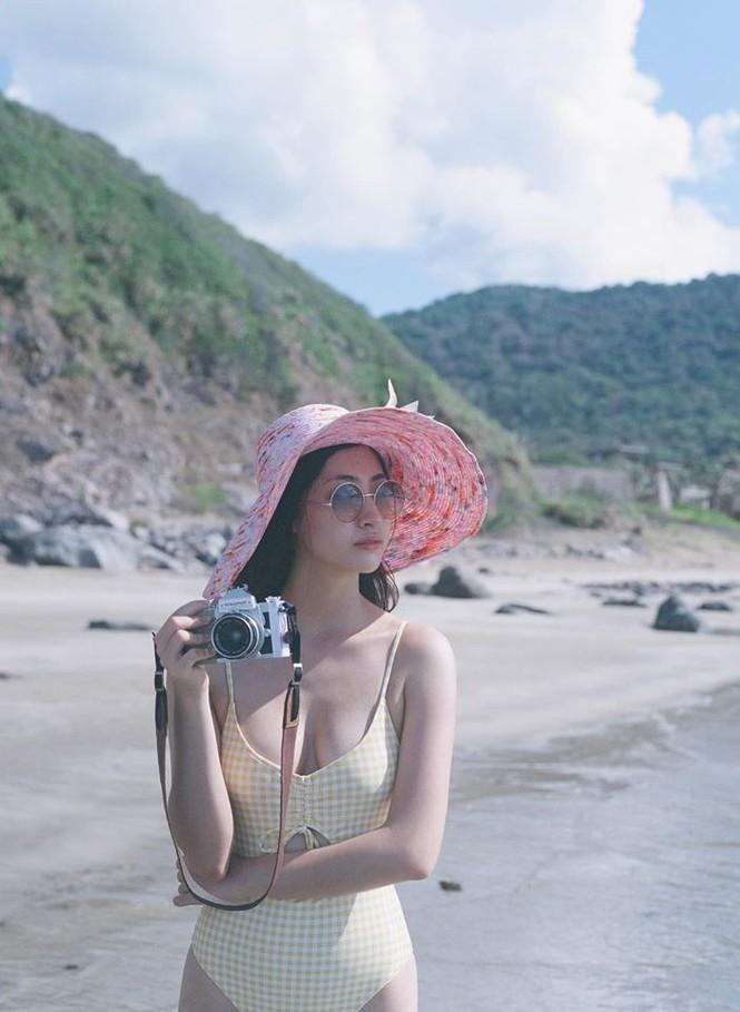 Hoa hậu Lương Thùy Linh khoe dáng bikini ở Côn Đảo - ảnh 11