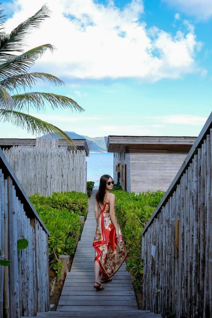 Hoa hậu Lương Thùy Linh khoe dáng bikini ở Côn Đảo - ảnh 7