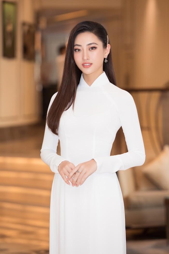 Hoa hậu Lương Thùy Linh khoe dáng bikini ở Côn Đảo - ảnh 4