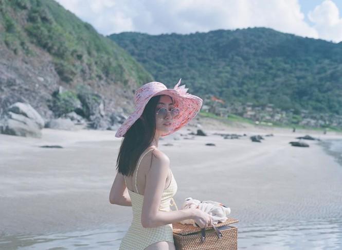 Hoa hậu Lương Thùy Linh khoe dáng bikini ở Côn Đảo - ảnh 9