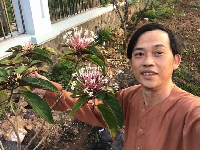 Hoài Linh khoe ảnh thời trai trẻ - ảnh 8