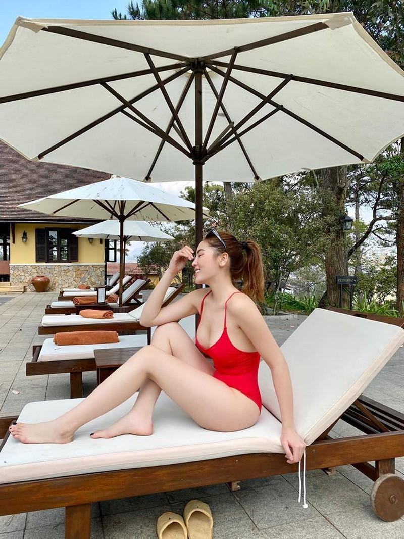 Hoa hậu Kỳ Duyên khoe bikini đỏ rực giữa trời Đà Lạt - ảnh 5