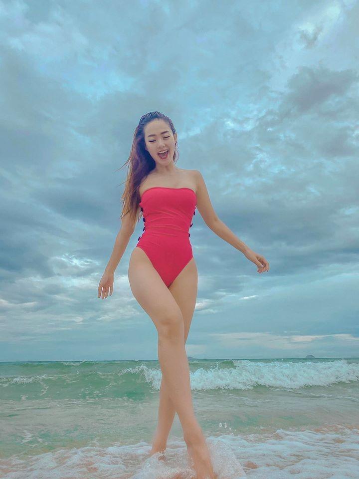 Minh Hằng khoe dáng gợi cảm đón tuổi 33 - ảnh 5