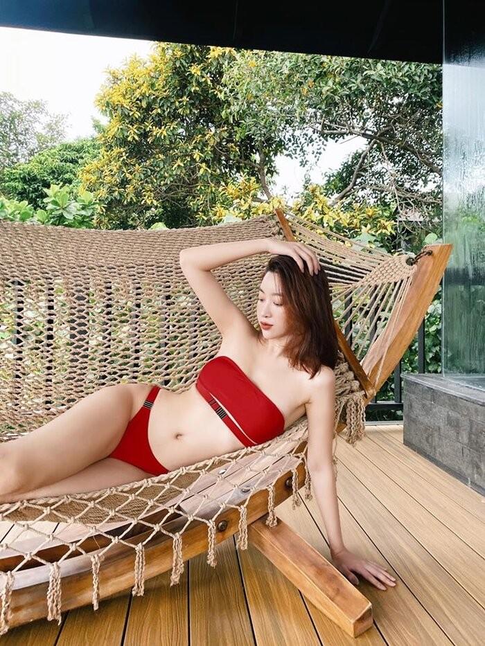 Đỗ Mỹ Linh diện bikini đỏ khoe dáng nóng bỏng, gợi cảm - ảnh 5