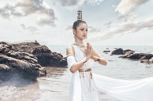 Mẫu nhí 11 tuổi Kim Chi catwalk chuyên nghiệp, ấn tượng - ảnh 5