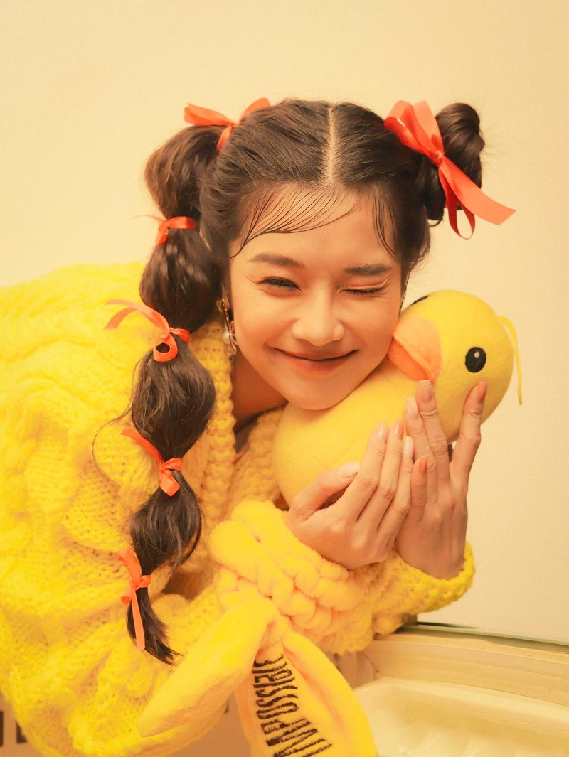 Mỹ nhân Việt khoe sắc vàng quyến rũ - ảnh 8