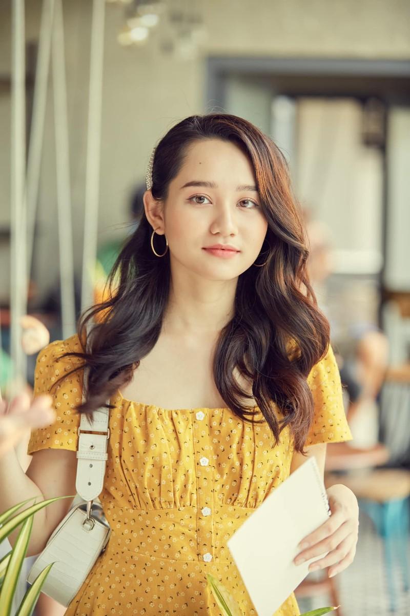 Mỹ nhân Việt khoe sắc vàng quyến rũ - ảnh 12