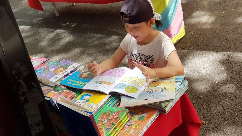 Trong trẻo hình ảnh thiếu nhi đọc sách tại Hội sách Thiếu nhi  - ảnh 4