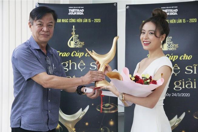 Hoàng Thùy Linh ẵm 4 giải thưởng âm nhạc cống hiến