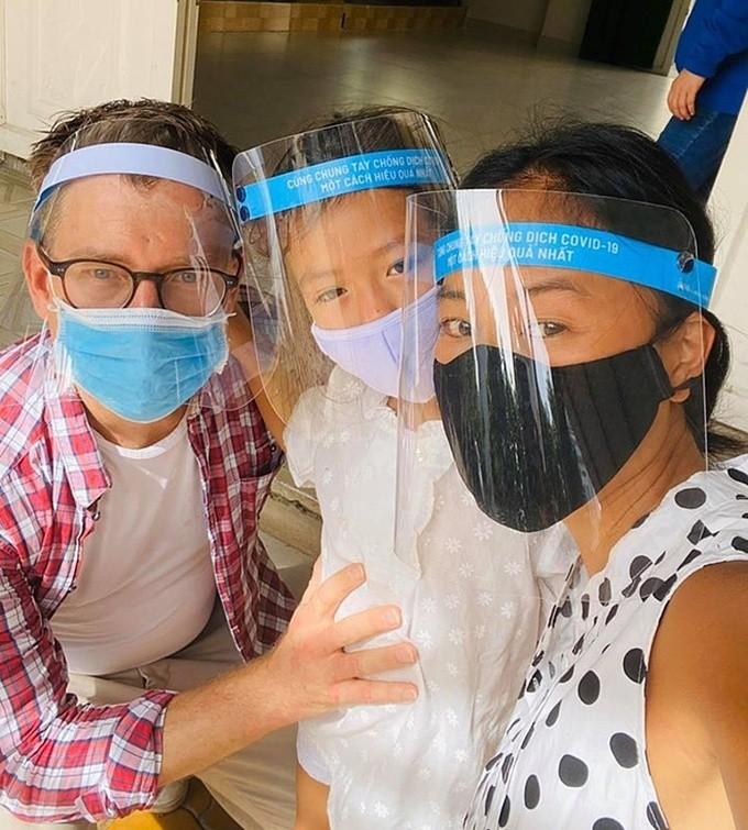 Sao Việt chủ động cách ly, Hòa Minzy và Ngân 98 bị phạt - ảnh 3