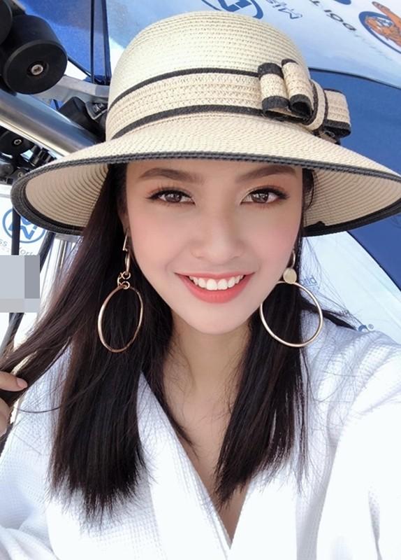 Ngắm Nông Thúy Hằng đạt giỏi Văn quốc gia thi Hoa hậu - ảnh 1