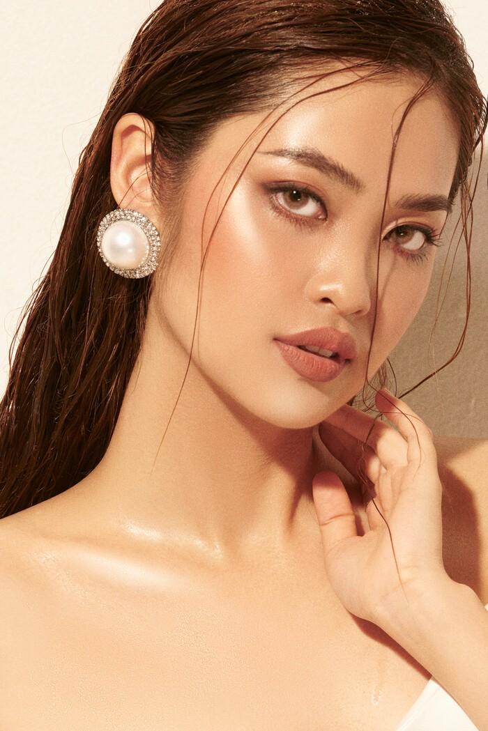 Ngắm Nông Thúy Hằng đạt giỏi Văn quốc gia thi Hoa hậu - ảnh 11