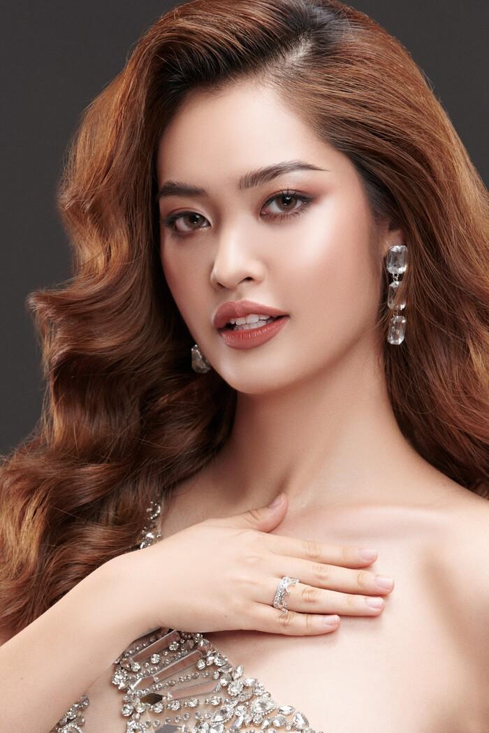 Ngắm Nông Thúy Hằng đạt giỏi Văn quốc gia thi Hoa hậu - ảnh 16