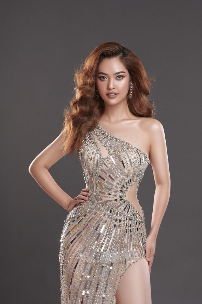 Ngắm Nông Thúy Hằng đạt giỏi Văn quốc gia thi Hoa hậu - ảnh 17