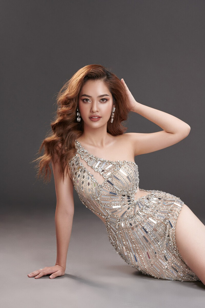 Ngắm Nông Thúy Hằng đạt giỏi Văn quốc gia thi Hoa hậu - ảnh 15