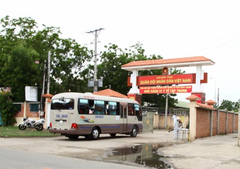 Ninh Thuận đón 230 người Việt từ Malaysia về khu cách ly - ảnh 11